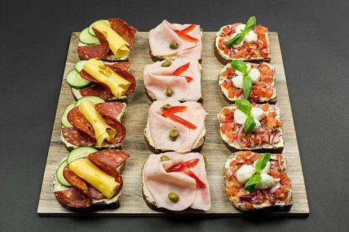 Chlebíčky, 12 ks mix saláma/šunka/salsa